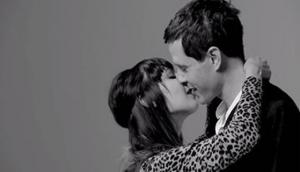 Il video che ha trasformato il bacio in arte