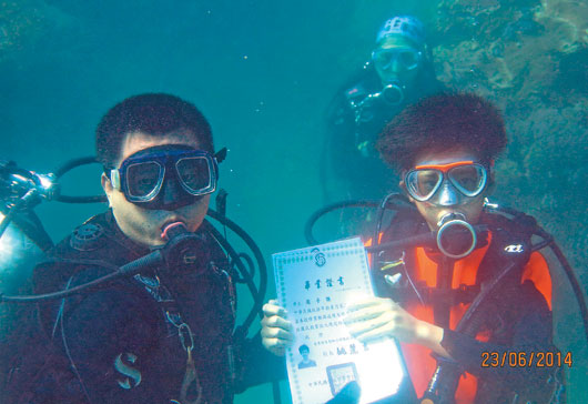 Underwater graduation ceremony: Docsity Blog