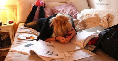 Universitarias: 7 fases para sobrevivir a los exámenes